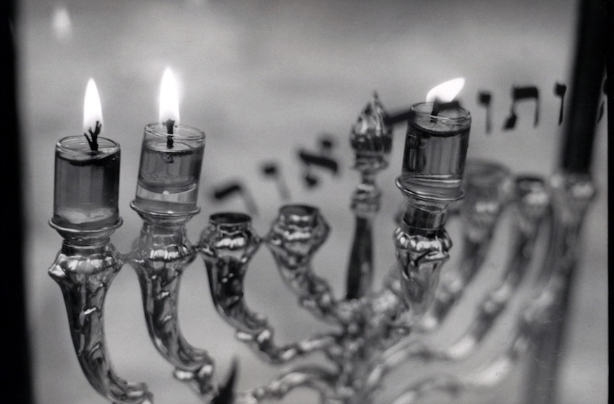 I'm dreaming of a Hanukkah song as good as 'White Christmas'