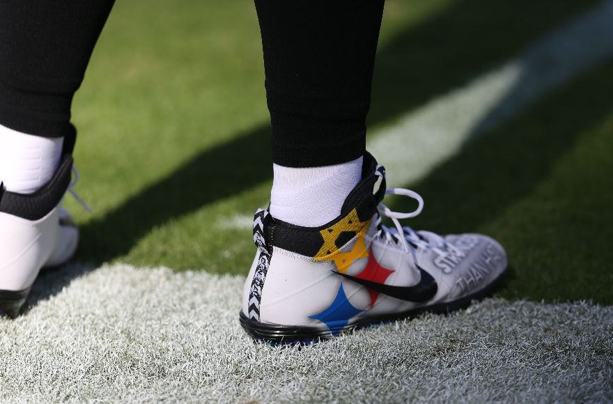 Steelers quarterback Ben Roethlisberger wears 'Stronger than Hate' cleats to honor Pittsburgh synagogue victims